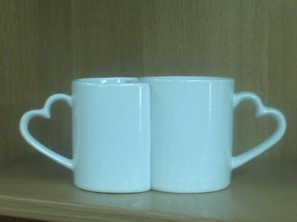 twin-heart-mugs
